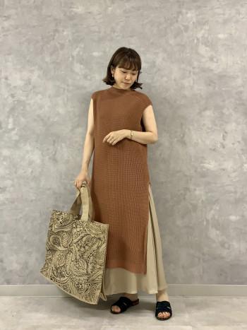 パンツもスカートも両方レイヤードが楽しめてスタイリングの幅が広がります。