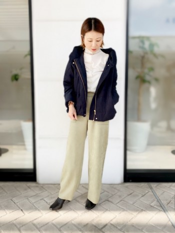 軽くてサイズ感は幅広い方に着ていただけるダウンです。