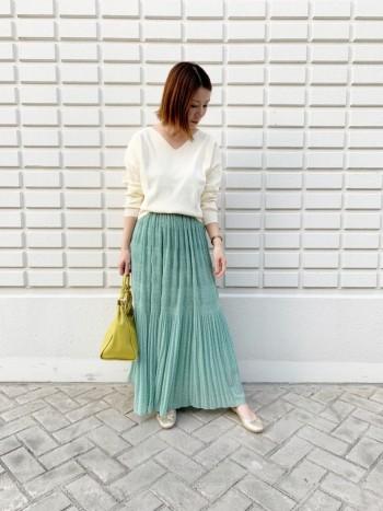 軽やかでふんわりしたスカートですが、大きく広がりすぎず大人綺麗な印象なものです。 ウエストゴムタイプ。