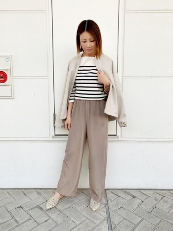 柔らかくて安心感のある履き心地。 軽めなカラーとデザインなので洋服とのバランスもとりやすいです。