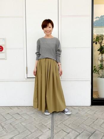 程よいボリューム感のあるスカートですが、大きく広がらなくオシャレ見えして良いです。見た目の印象より軽くて履きやすい。