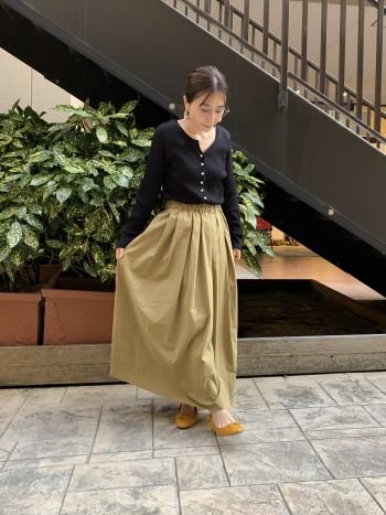ペーパーみたいなハリ感のあるふんわりロングスカート!