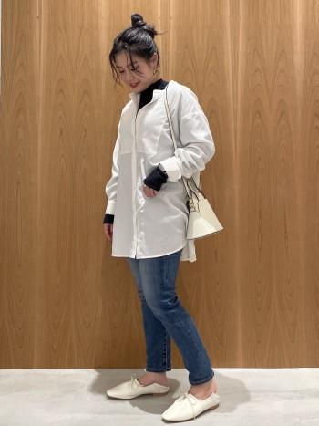 通常サイズ:34(22cm)  着用サイズ:34(22cm) 革感がかなり柔らかく、幅、甲の高さもゆったりしていてストレスが無い履き心地。