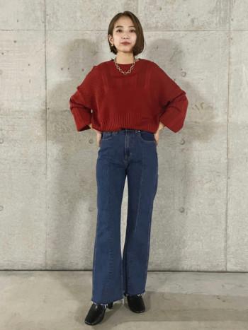 異なる編み地を組み合わせた繊細な透かし編みで風合いも楽しめる1枚。 透かし編みで色も強く出過ぎず、コーデにも気軽に取り入れやすいのがポイントです。