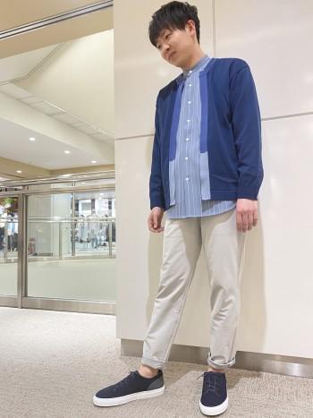 ストレッチがきいているので履きやすいです。ベーシックなテーパードなので、アンクル丈でも抵抗なくコーディネートに使い回しできそうなパンツです。生地は薄すぎずすぐ使えて、夏になったらサンダルと合わせたい素材感です。