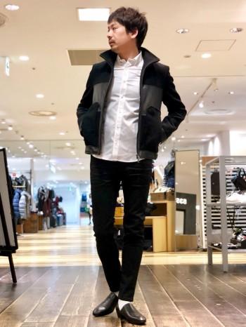 着丈の長さがポイントではありますが、コンパクトな襟や細身なつくりもポイント