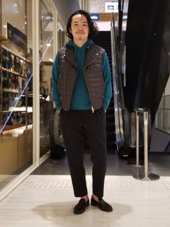 普段48、Lサイズ着用で 少しコンパクトなサイズ感です。 背中身頃と袖は伸縮するフリース生地ですので、 ストレスはありません。
