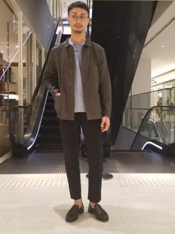 ラグランスリーブなので肩やわきの下辺りの身幅に余裕をもって着れます。 シルクコットンの柔らかい生地感が上品で着心地が良いです。