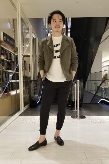 普段48、Lサイズ着用でこちらもジャストサイズです。 驚異的な伸縮性とシャープなシルエットで 楽にカッコ良くスタイリングが決まります。 裾上げも不要でした。