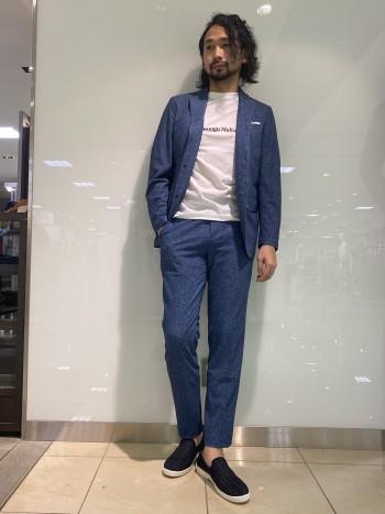メッシュ素材で軽さ、涼しさ、高機能の全てを持っているジャケット。シャツを着てるかのような着心地は是非一度お試し下さい。