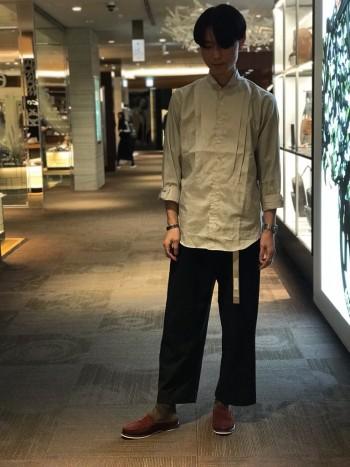 スリッポンよりも楽に履けます。 サンダルとは違いオフィスカジュアルとしても、普段履きとしても。
