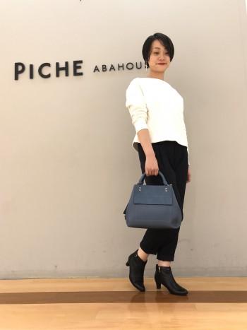 サイズ感通常です。4.5cmヒールで履きやすく女性らしいデザイン。
