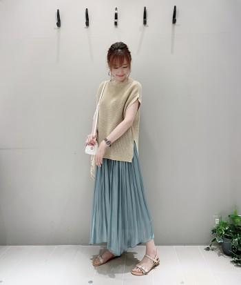 ウエストゴムで長さの調節が可能です!私は長い丈が好みなのであえて少し落として履いてます!