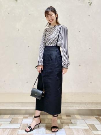 大人気のサスペンダースカート。サスペンダーが取り外し可能で、スカートで履いていただけるのもポイントです。見た目以上に伸縮性があり程よくフィットしてくれます。