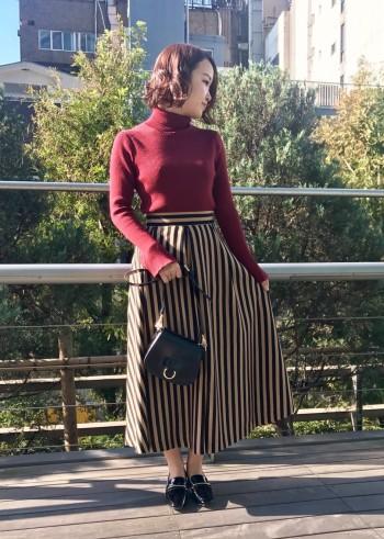 たっぷりのフレアとストライプ柄が気分を盛り上げてくれるスカートです