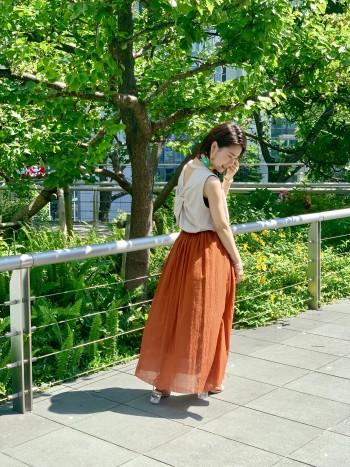 コットン素材のロングスカートが爽やかな季節にピッタリ☆