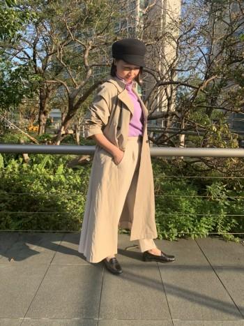 イタリアメーカーのカシミヤの老舗、LORA&FESTAのカシミヤニットシリーズ。 上質で滑らかな肌触りが魅力! きれいな色が出るよう白度にこだわり、厳選した原料を使用したホワイトカシミヤを使用しています。 やや長めの丈感なので、細めのパンツとすっきりと合わせても、スカートにインした着こなしも◎