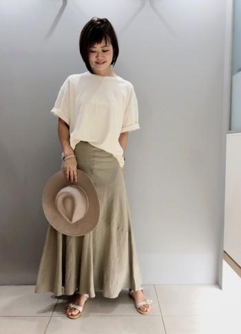 161センチで36サイズですとくるぶしにかかるくらいの着丈です。 ウエストはすっきりと、裾にかけてのフレアなシルエットが可愛いです。