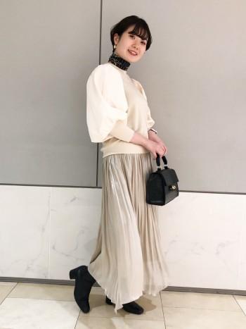 大人気のスカートは、しわになりにくく手洗いができるのでケアが楽チン。長めの丈がお好みの方は38サイズでも◎