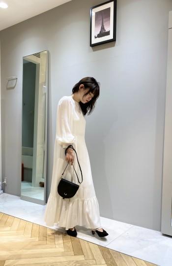 ホワイト/フリーサイズ 締め付け箇所がなく、ゆったりと着て頂けます。素材はしっかりしていますが透けるので、同色のペチワンピースやキャミソールがオススメです。