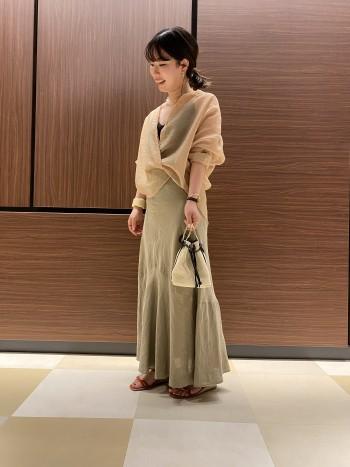 155㎝で着丈はくるぶしくらいの長さになりますが、綺麗なシルエットのフレアスカートなので重くならずに着用できます。