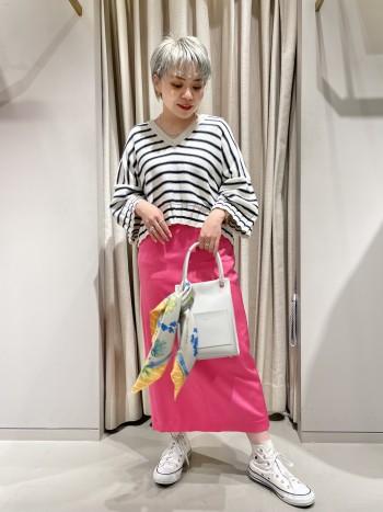 ルージュヴィフの別注ピンクが素敵です!149cmで36サイズ着用していますが丈も長すぎず綺麗に履けます。
