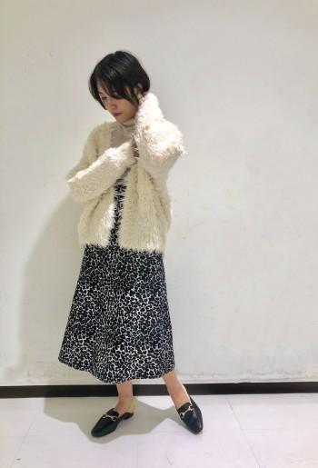 普段は36のスカートを着用していますが、腰回りが細いのでこちらのスカートは38でぴったりでした。
