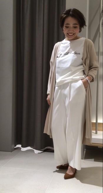 ホワイトでも透けにくい程よい肉感のTシャツです!!