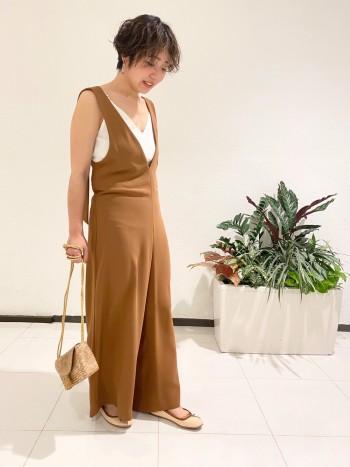 162cmのの私が着ても、丈は長すぎずくるぶしの丈で履ける丈です。 素材はポリエステル100%ですので、手洗い可能です!