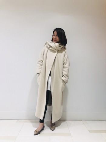 アルパカ混で非常に柔らかくあたたかいのがポイントです! ロング丈なのでパンツでも今年流行りのロング丈スカートでもなんでも合わせやすいコートです! ストールはアレンジして色々な着方を楽しんでいただけます!