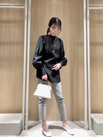ストレッチ入りなのでとても履きやすいです。絶妙なくすみカラーにより、コーディネートが簡単にワンランク上に仕上がりますよ!
