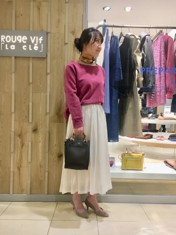 ウエストゴムで履きやすく、裾の透け感がとても可愛いです!