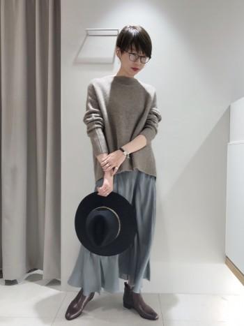 程良い立ち襟のデザインが首元をきれいに見せてくれます!シャツとのレイヤードスタイルもおススメです◎