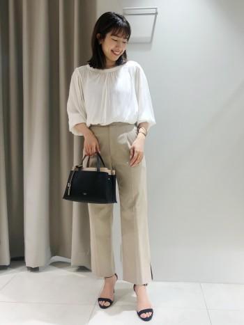 丈感はヒップが少し隠れるくらいの長さです。あまり長すぎない為小柄な方でも着やすいです。