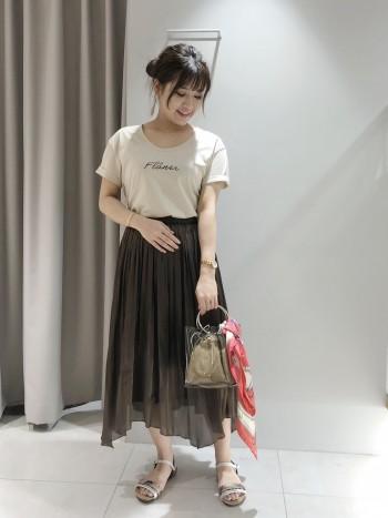 イレギュラーな裾の揺れが女性らしいスカートです!裾に透け感があるので重くなりすぎずにお使いいただけます!