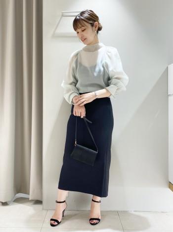 シーズンレスで着まわせる万能なスカート。ウエストはゴム仕様でとにかく楽ちん!